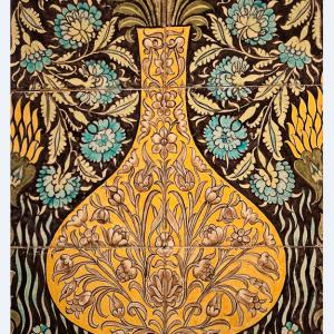 Sands Ends Potter, William de Morgan, ca. 1890. Baldosas inspiradas en la cerámica de Oriente Próximo. Fotografía: Michele Ahin.